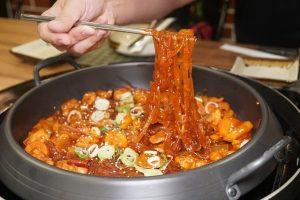 5 Fakta Menarik Tata Krama Makan di Korea Selatan